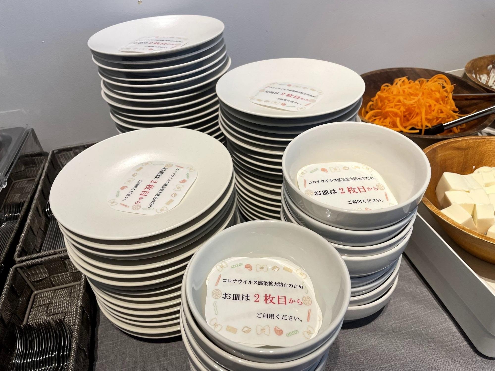重ねたお皿は2枚目から使用